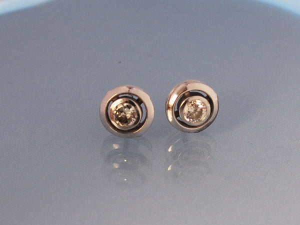 Boucles d'oreille puces diamants