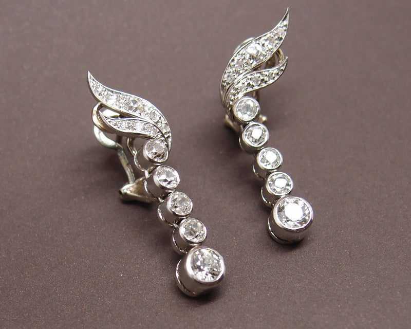 "Boucles d'oreilles""Pendants"" or , platine et diamants"