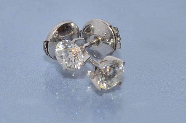 Puce d'oreille diamants 1 carat