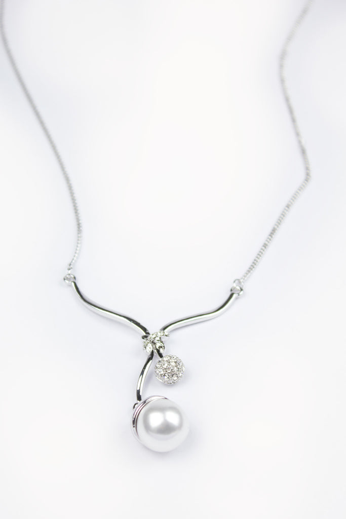 Diamond Pearl Pendant Necklace