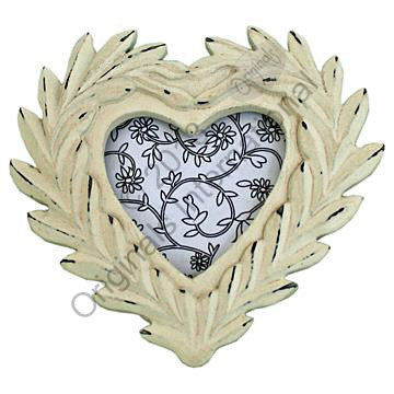Laurel leaves heart frame - Doris and Jeannie