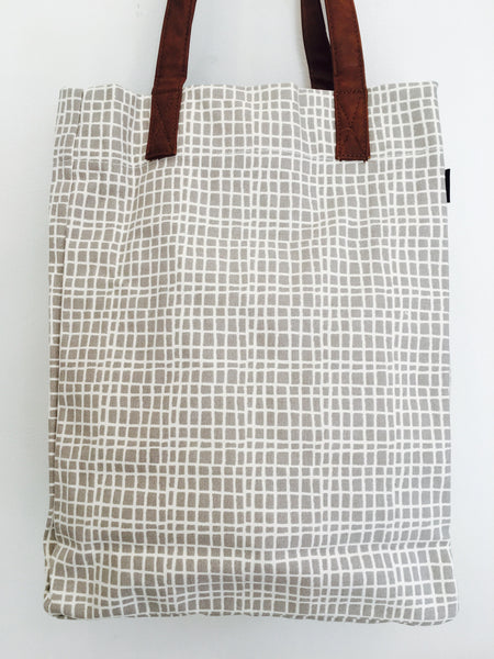 Tote: Grey and white grid