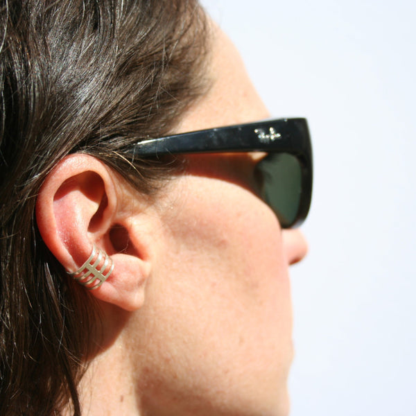 Stripe ear cuff. Simple edge for everyday.
