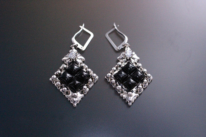 SG Liquid Metal PR-E1 – Antique Silver and Onyx Earring by Sergio Gutierrez