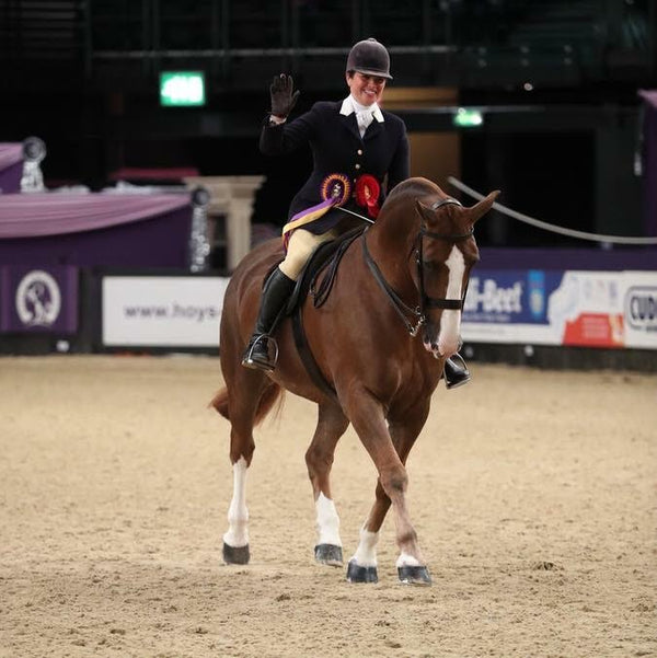 vicky smith showing at HOYS 2018