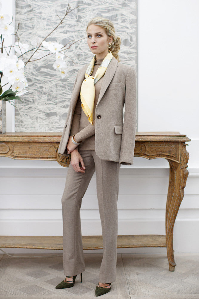 EMMAJANE-KNIGHT-LONDON-CASHMERE-TROUSERS-TAUPE-MODEL