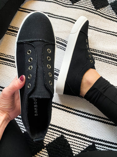 Black Canvas Slides - Maple Row Boutique