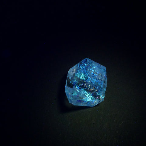 UV Quartz Crystals. Strong Blue fluorescence. Glows UV Light Hydrocarbon Petrol Inclusions Double-Terminated. 1 pc 19x14 mm (QTZ590) - Siam Gem Palace - 1