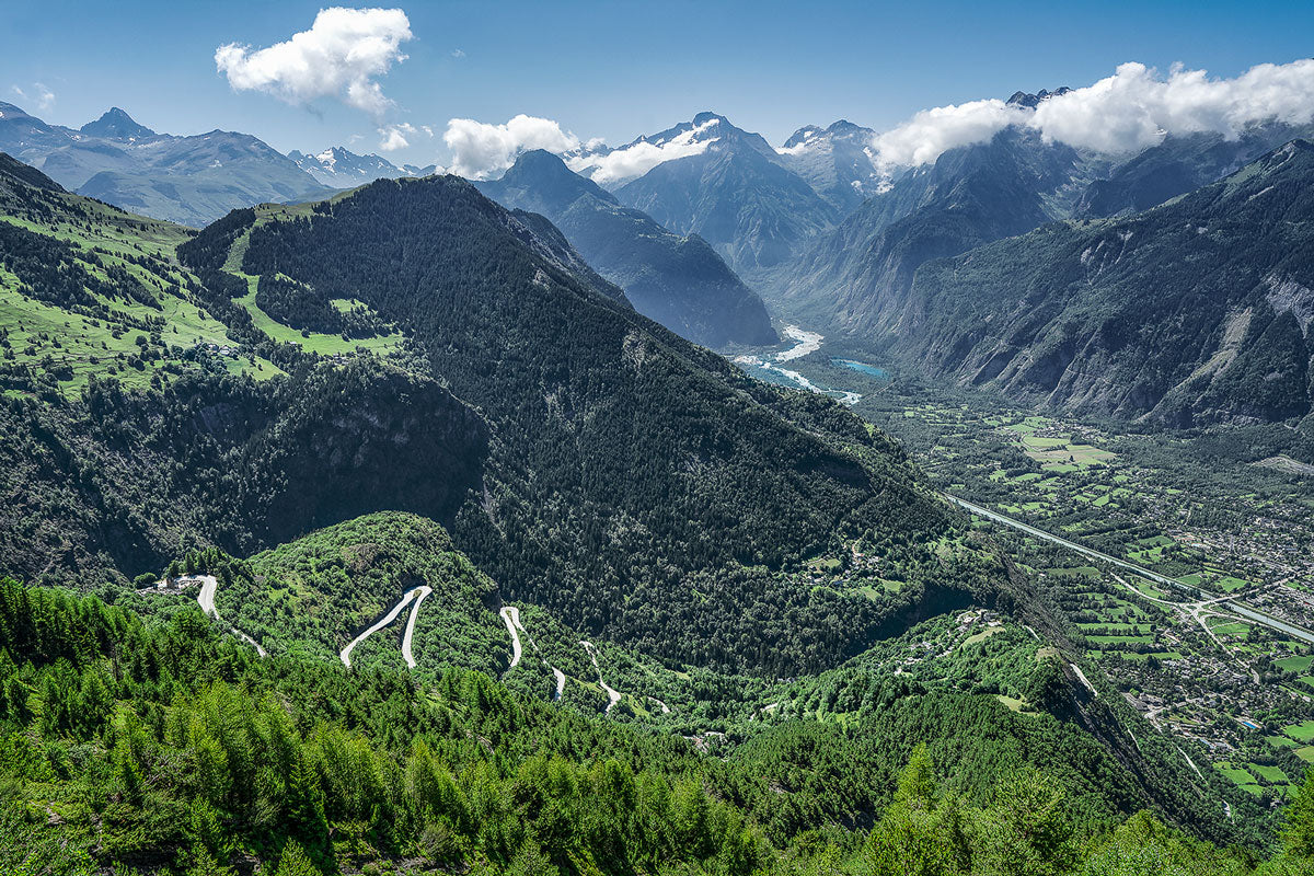 Alpe d'Huez - The Great Cycling Road Climbs by davidt