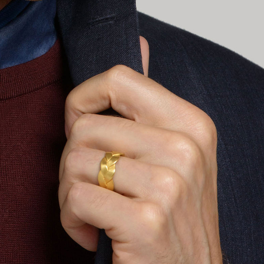 Ampio Plait Mens Ring Detail