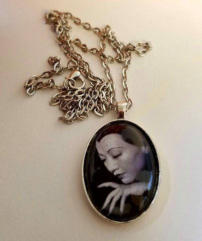 Anna May Wong - Nails Cabochon Necklace