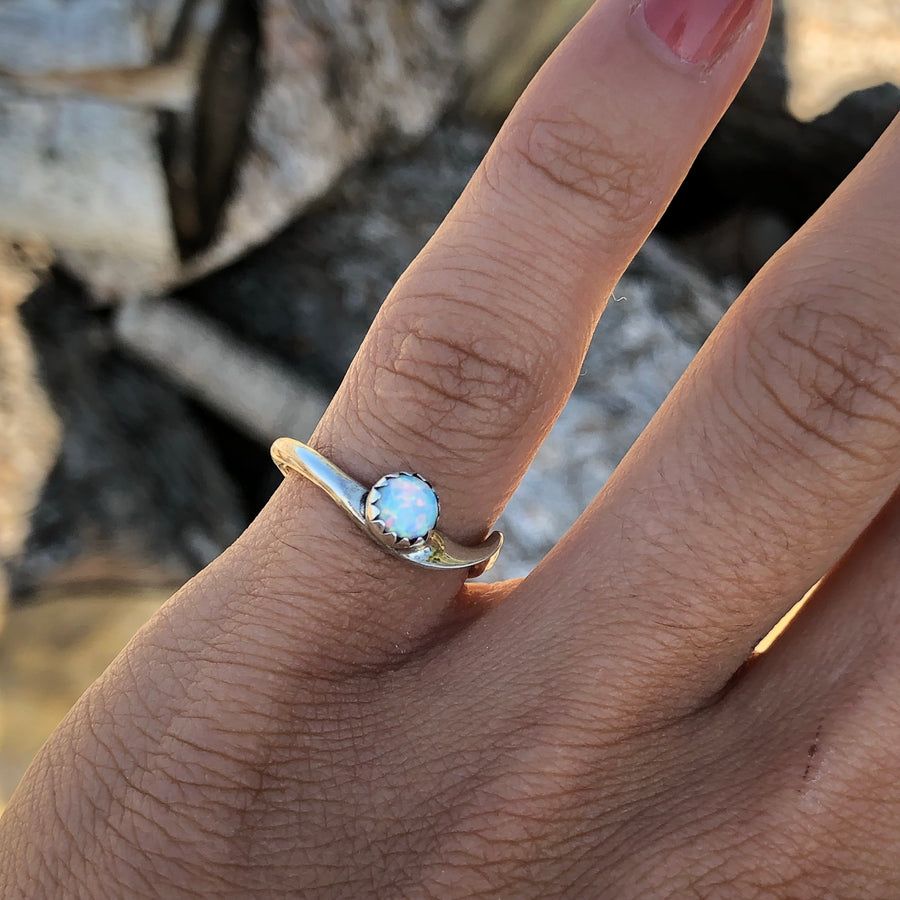 White Dainty Wind Ring