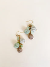 Load image into Gallery viewer, Cassidy dangling earrings