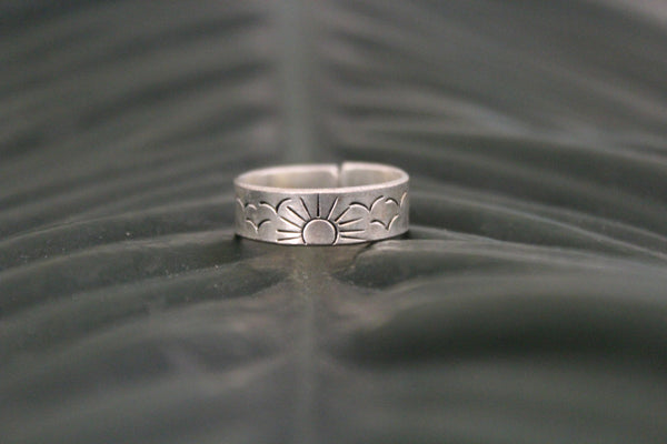 Mantra sun adjustable ring