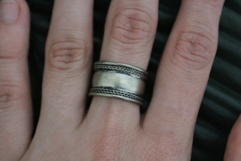 Metal adjustable ring