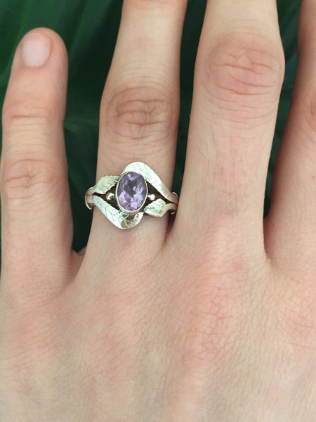 Sterling silver amethyst gemstone ring