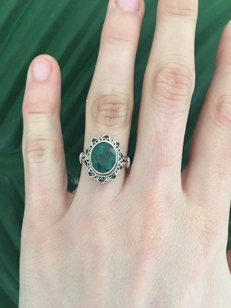 Sterling silver emerald beryl gemstone ring