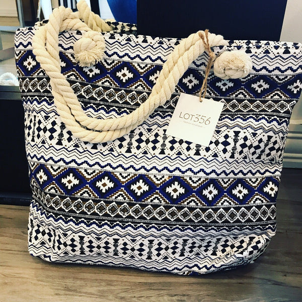 Summer tote with rope handles