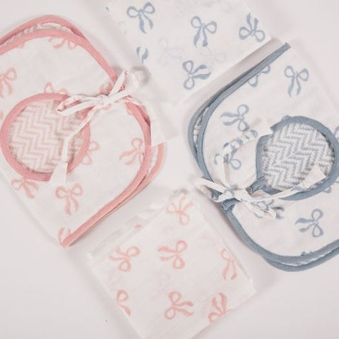 Bib and Muslin Gift Set