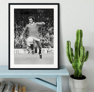 George Best Manchester United in 1971 Framed Print - Canvas Art Rocks - 1