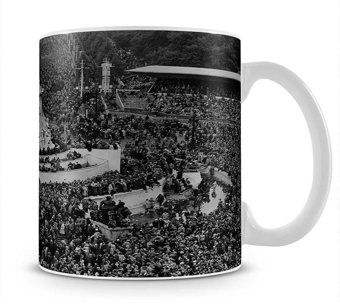 Queen Elizabeth II Coronation crowds at Buckingham Palace Mug