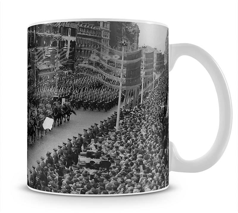Queen Elizabeth II Coronation procession in front of Selfridges Mug - Canvas Art Rocks - 1