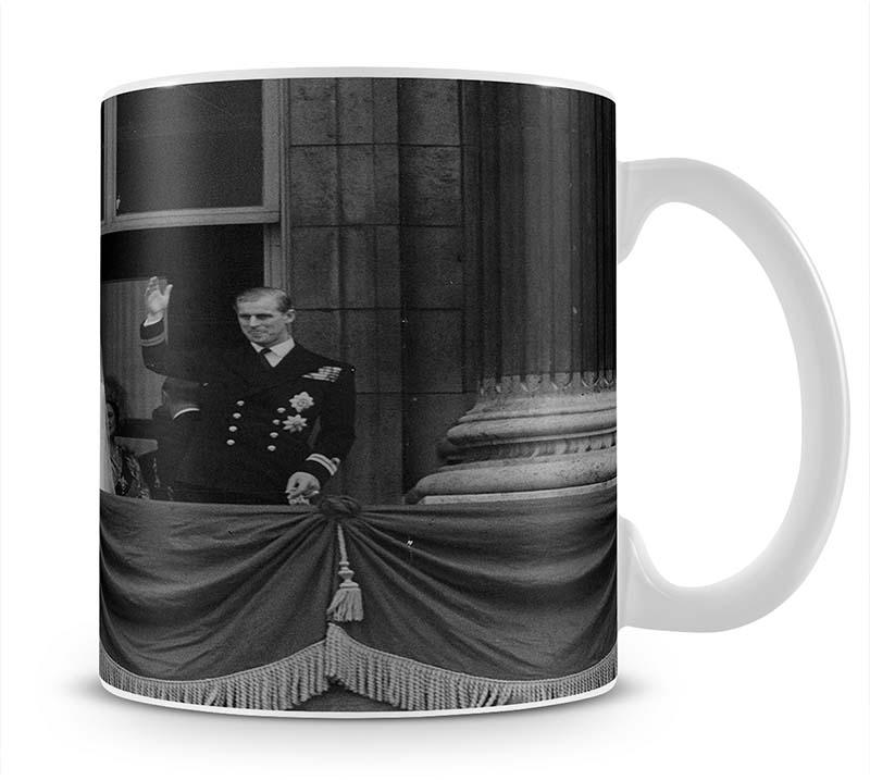 Queen Elizabeth II Wedding the couple wave from the balcony Mug - Canvas Art Rocks - 1