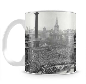 Queen Elizabeth II Wedding wedding coach in Trafalgar Square Mug - Canvas Art Rocks - 2