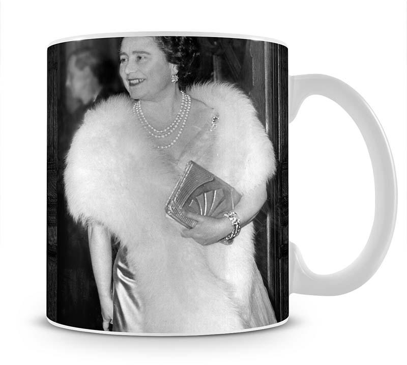 The Queen Mother on a night out at the Coliseum Mug - Canvas Art Rocks - 1