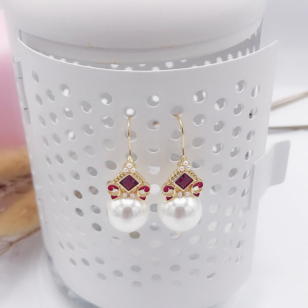 DT100E - Elegant Red Hook With Pearl Earring - Red