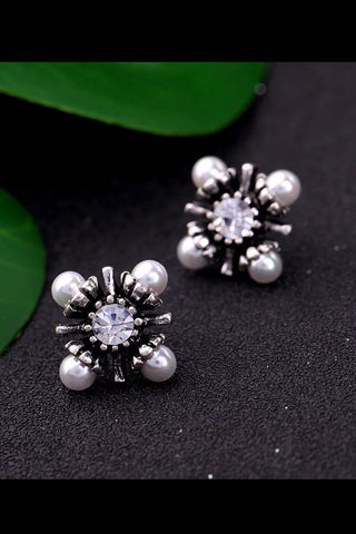 DT024E Statement Pearl and Stone Details Earring