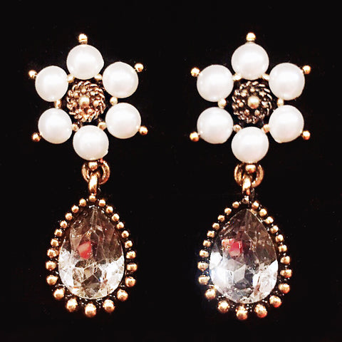 DT078E - Pearl Teardrop Earrings - Crystal White