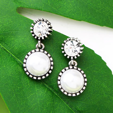 DT081E - Pearl and Stone Crafted Earring - White