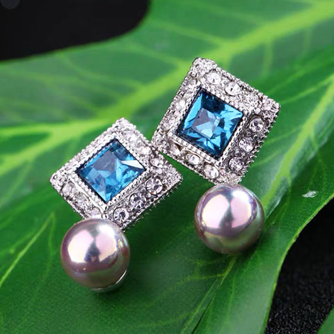 DT085E - Sea Blue Stud Earring in Pearl Silver Overstone - Blue