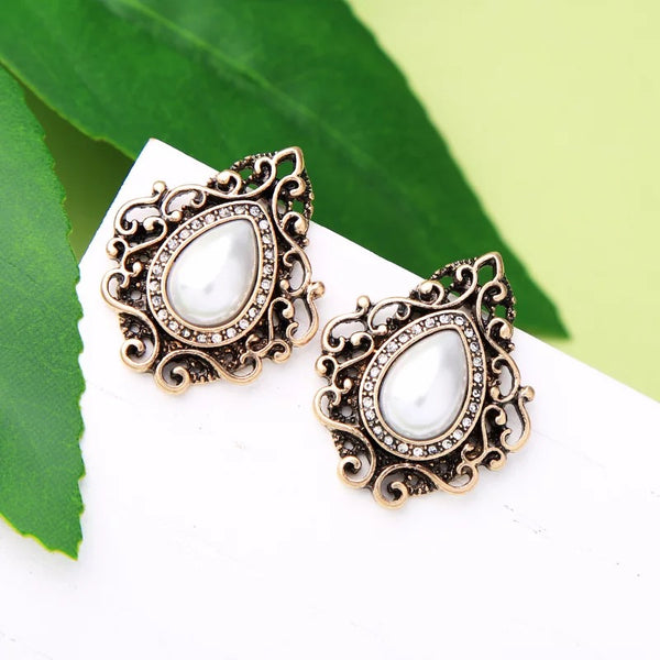 DT048E - Statement Pearl Earrings - White