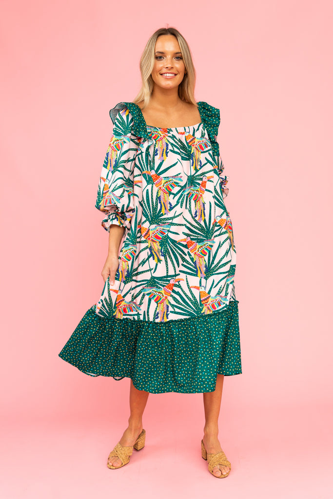 Maxi dress with parrot and leaf pattern and ruffles at the shoulders