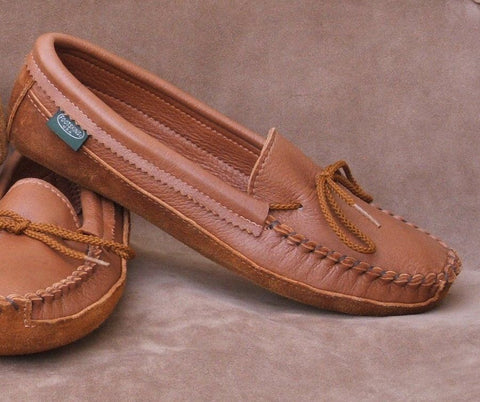 Women's Canoe Sole Deerskin Leather Moccasins Cushion Insoles Sizes 4-10 Made in USA - Omni Gift Shop