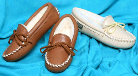 Children's Softsole Deertan Slippers Sheepskin Lining Sizes 8-13 1-3 Made in USA - Omni Gift Shop
