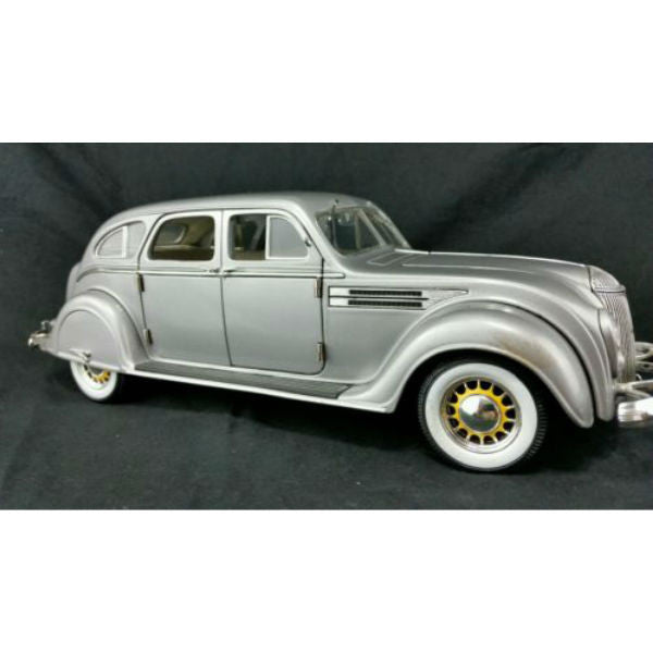 Signature Models 1936 Chrysler Airflow 1/18 - Hobbytoys - 1