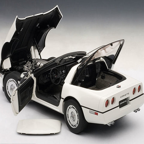 AUTOart 1986 Chevrolet Corvette 1/18 White - Hobbytoys - 2