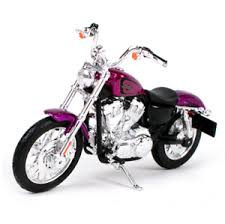 Maisto Harley Davidson 2013 XL 1200V Seventy Two 1/18 Purple