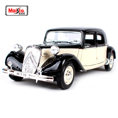 Maisto 1952 Citroen 15CV 6 Cyl 1/18 black and cream colour
