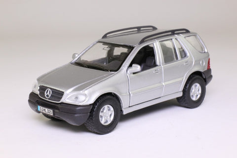 Maisto Power Kruzerz Mercedes Benz ML Pull Back Action Car