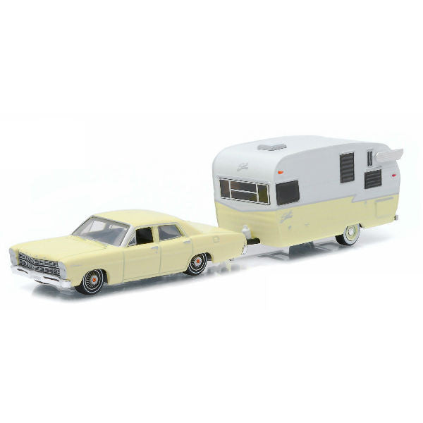 Greenlight 1967 Hitch & Tow Series 5 Ford Custom and Shasta 15' Airflyte 1/64 - Hobbytoys