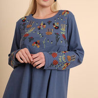 Floral Embroidered Hi-Lo Hem Top (Plus)