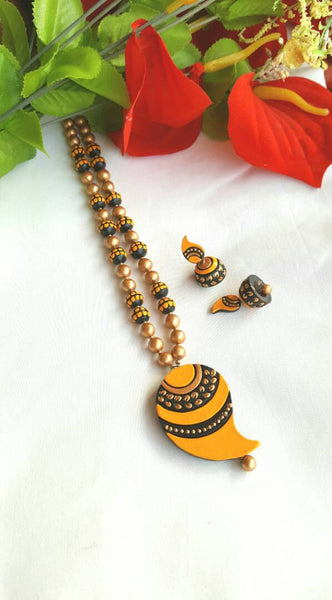 Golden and Yellow Mango Pendant Terracotta Jewellery Set