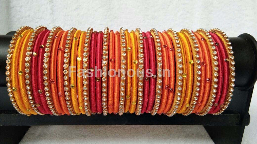 set details tricolor gold bangles of