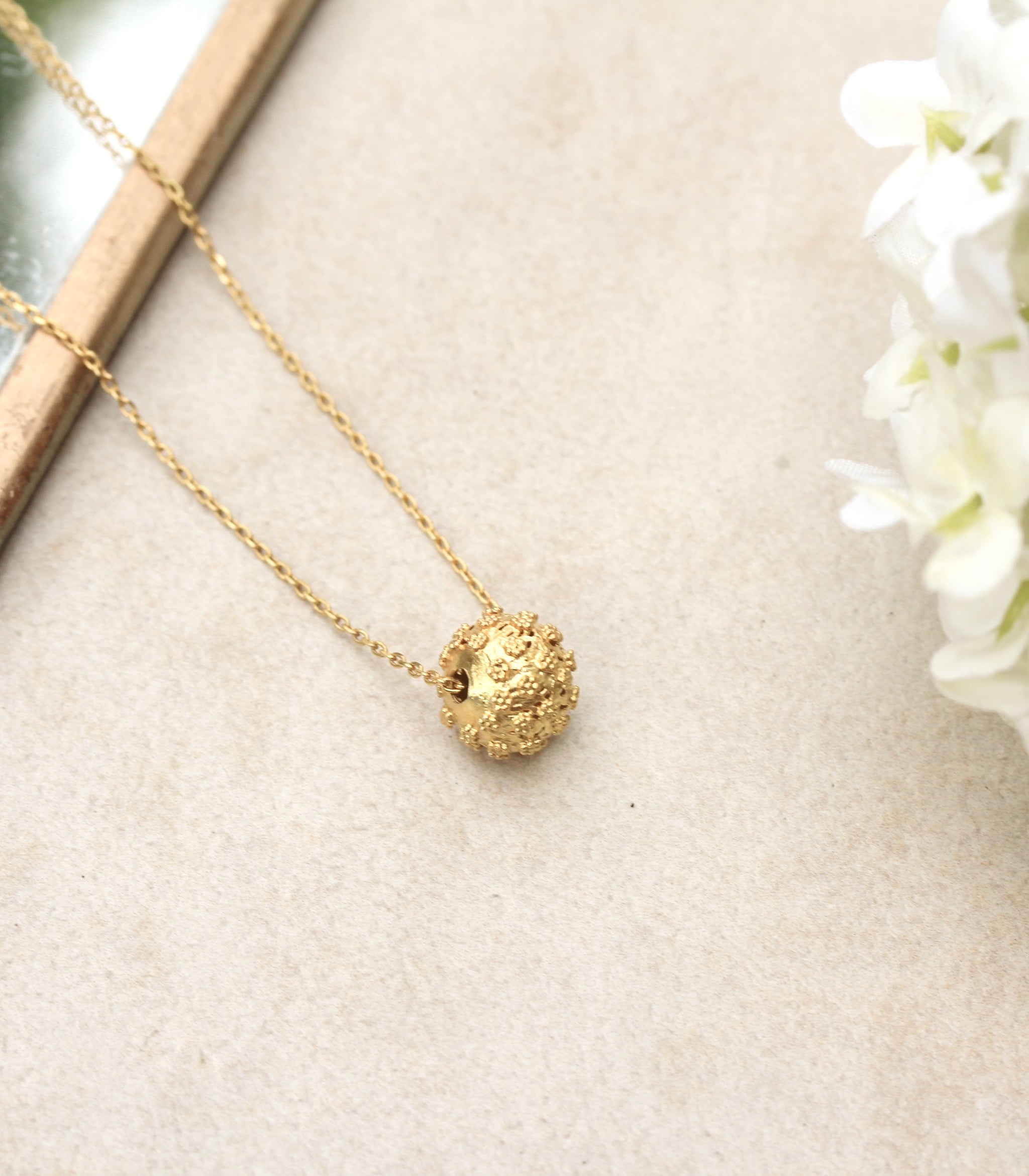 Amami Chain Pendant Necklace - AMAMI