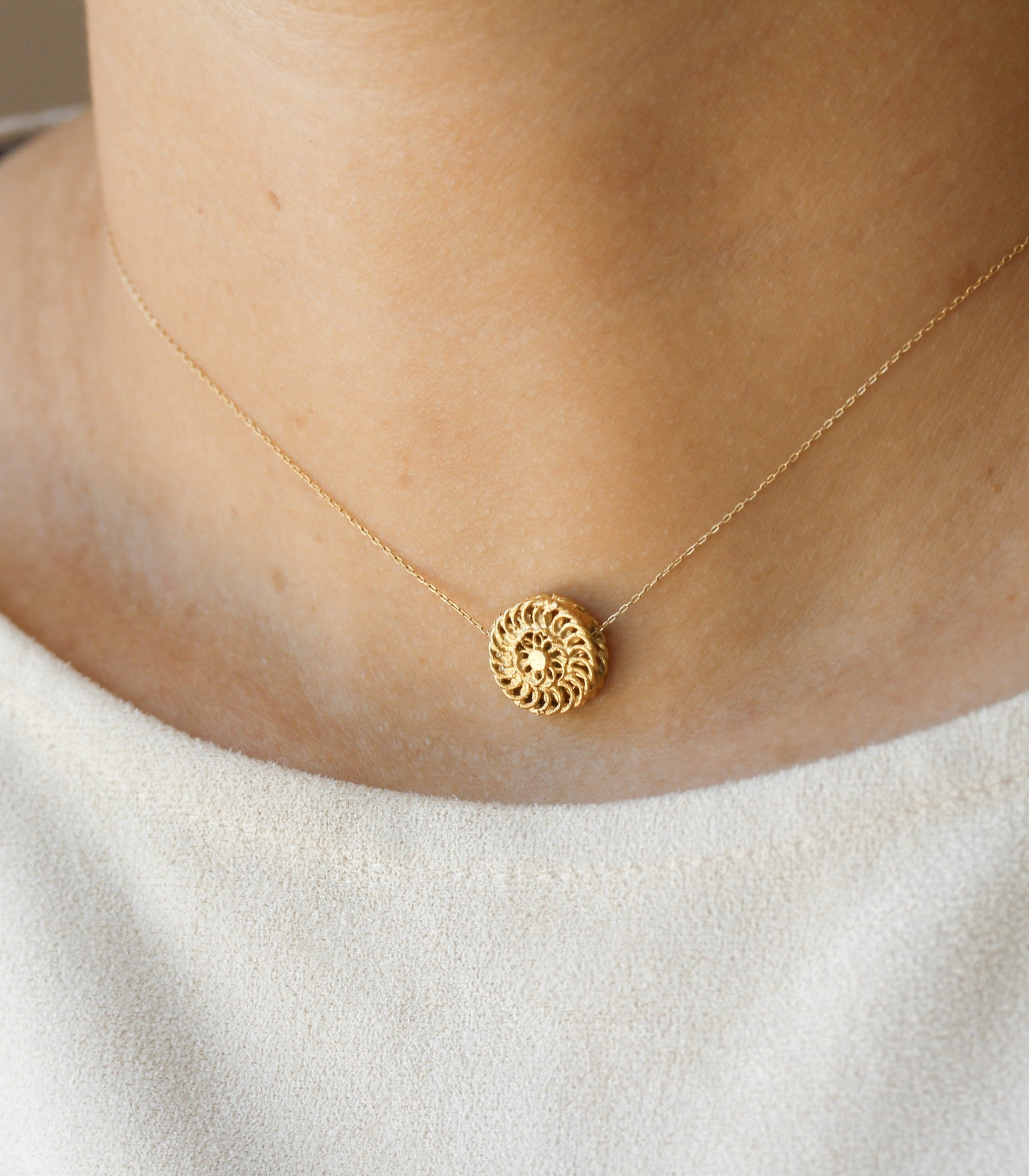 Padumna Chain Pendant Necklace - AMAMI