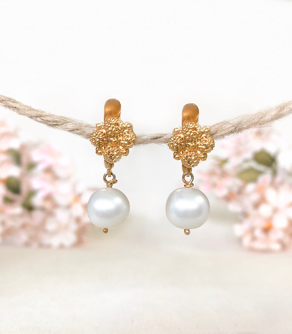 Estela Pearl Drop Earrings - AMAMI